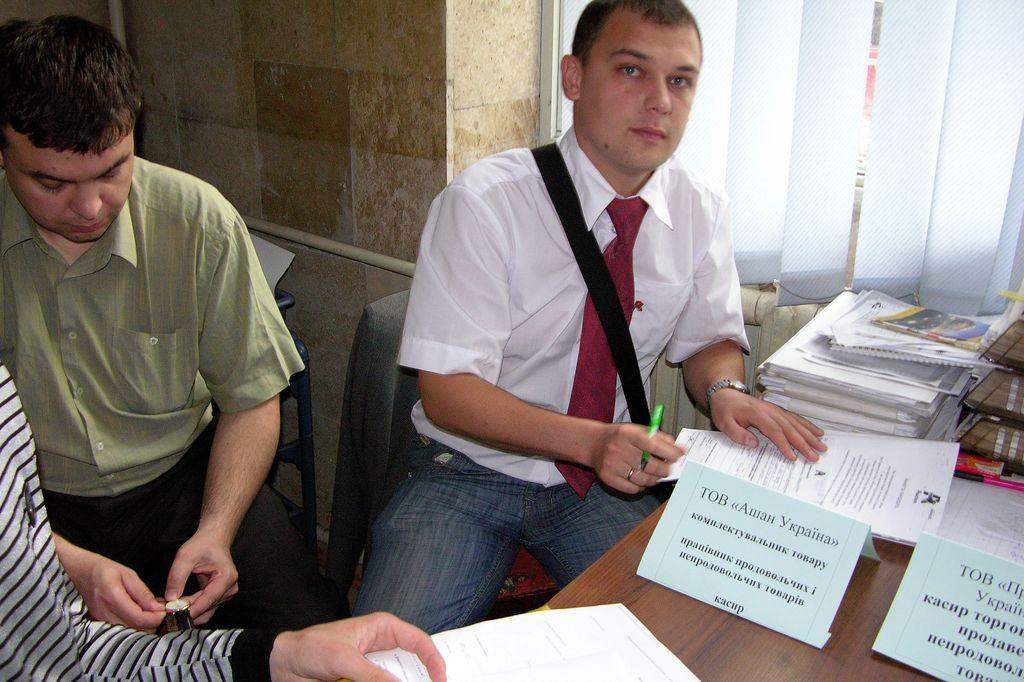 You are browsing images from the article: 1 липня 2010 р. — відбувся «Ярмарок вакансій для осіб з особливими потребами» в якому прийняло участь 8 працедавців